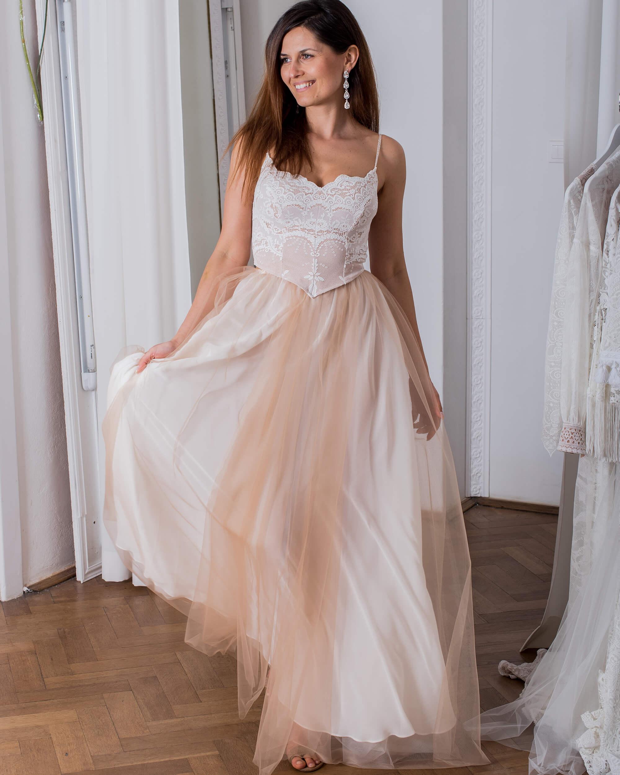 Koronkowa suknia ślubna z tiulową spódnicą model 27 kolekcja Porto