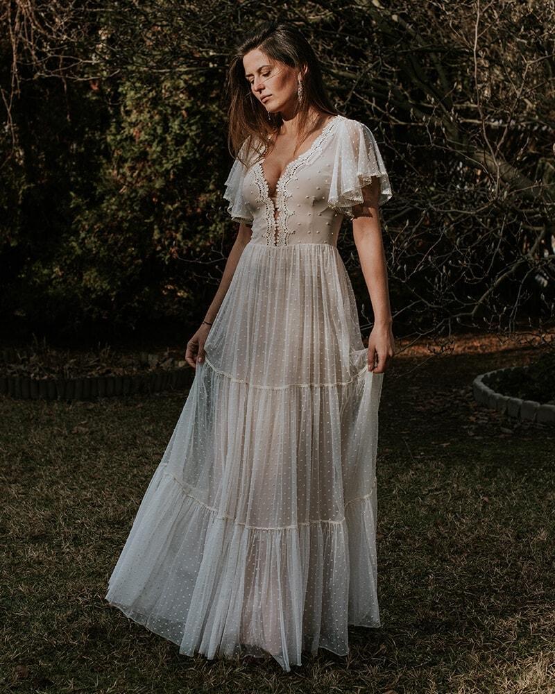 suknia ślubna z krótkim rękawem w kropki barcelona 16 header Barcelona wedding dresses