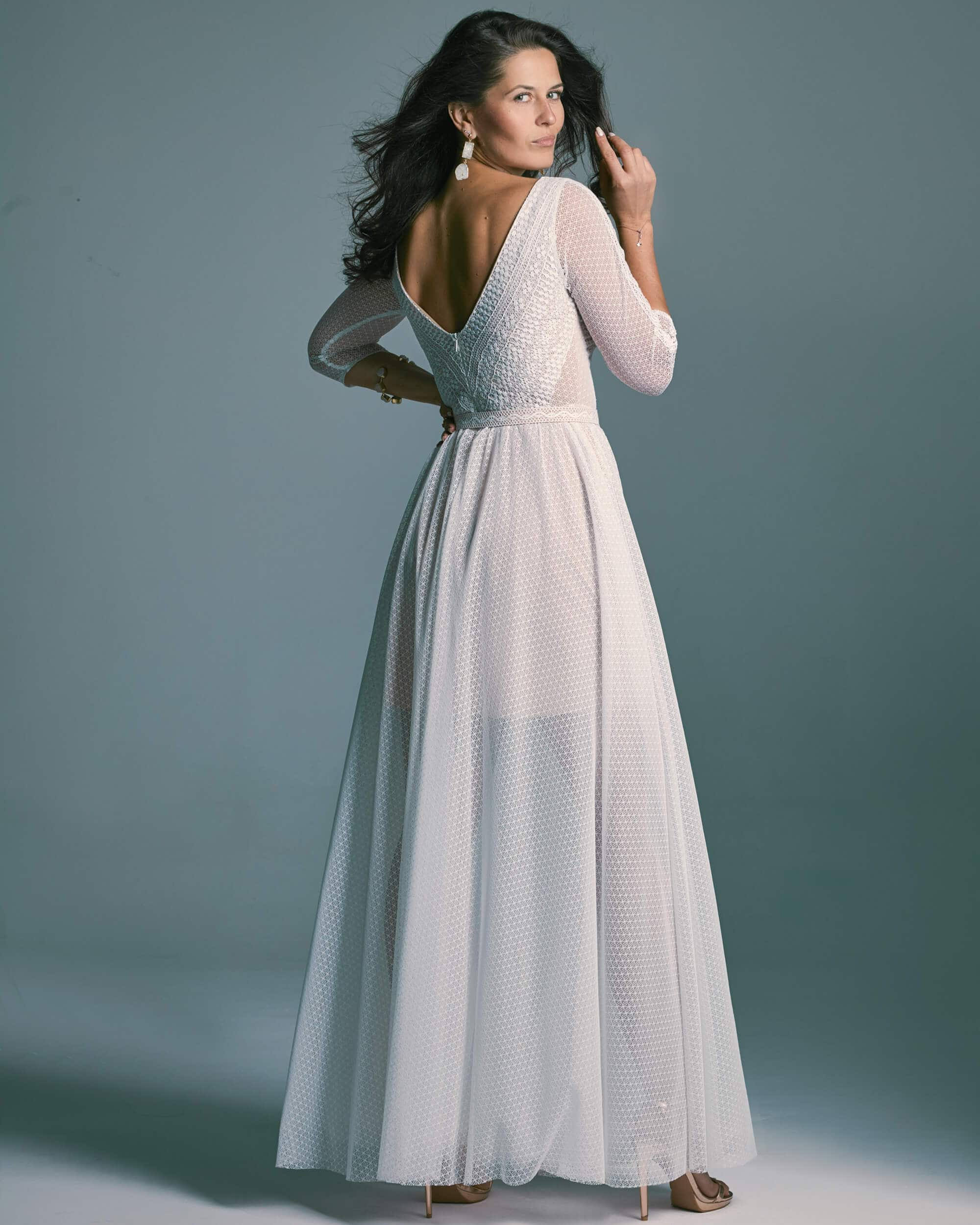 Zjawiskowa suknia ślubna z rękawem 3/4 z dzianinowej koronki Santorini 7