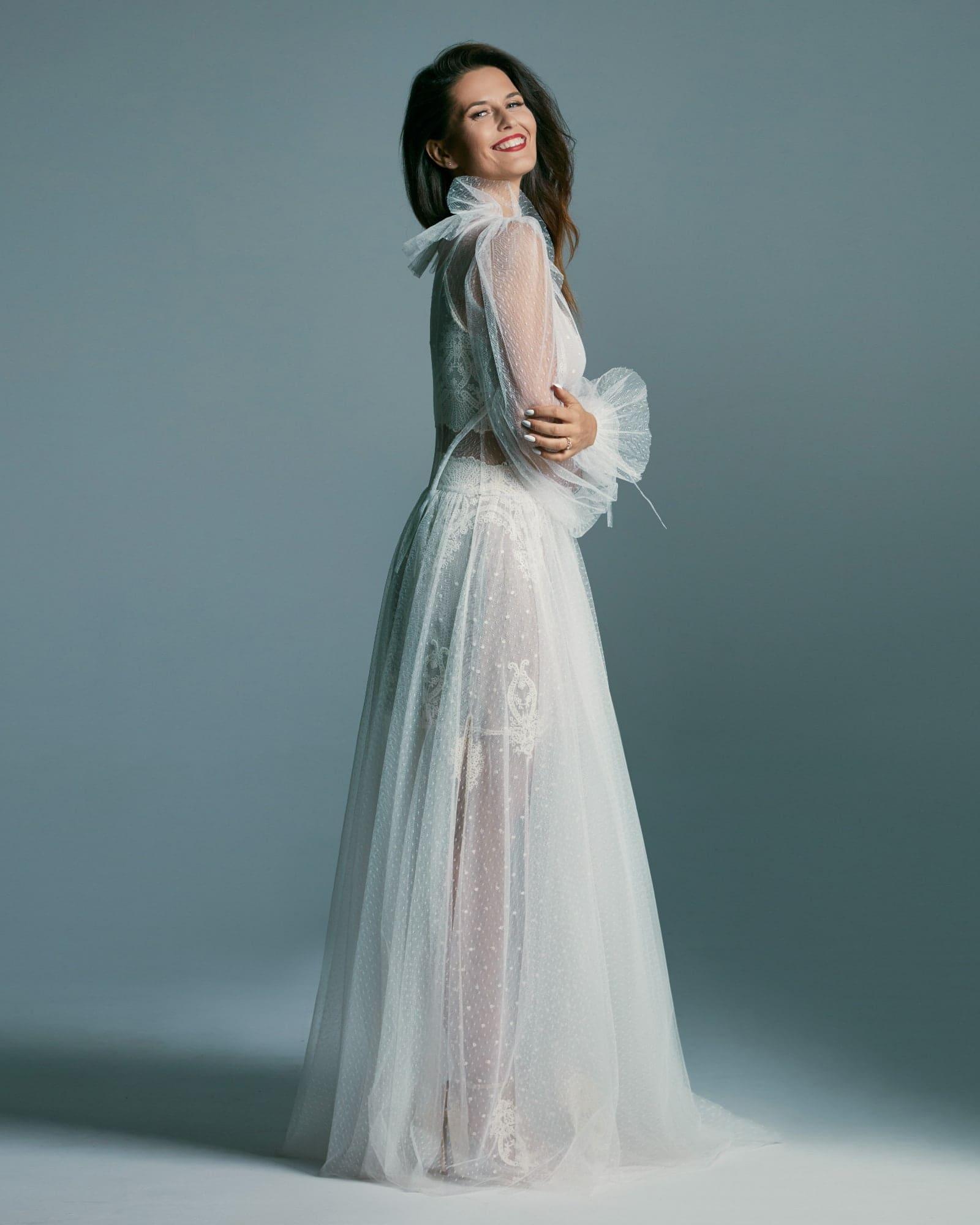 Dwuczęściowa retro suknia ślubna z delikatnym tiulem