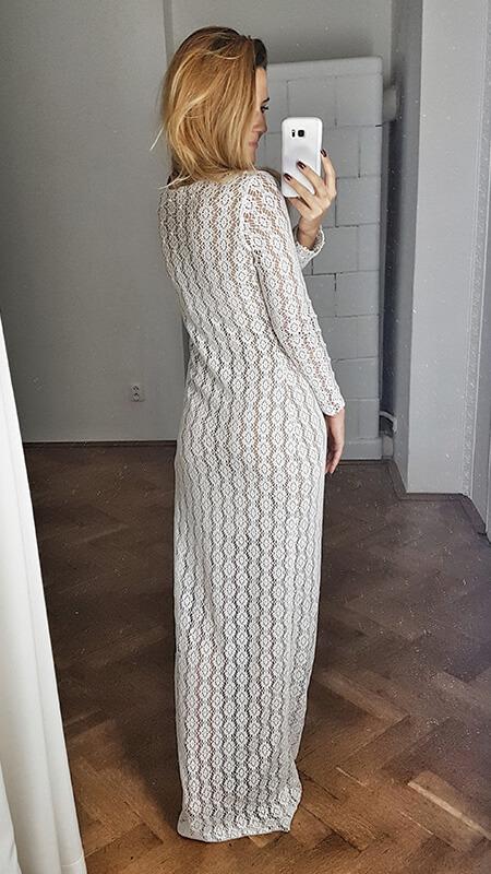 prosta koronkowa suknia ślubna - tył