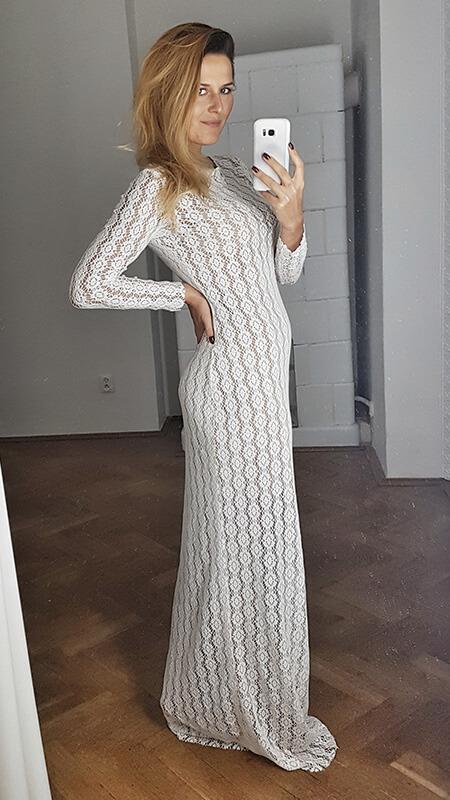 prosta koronkowa suknia ślubna - bok