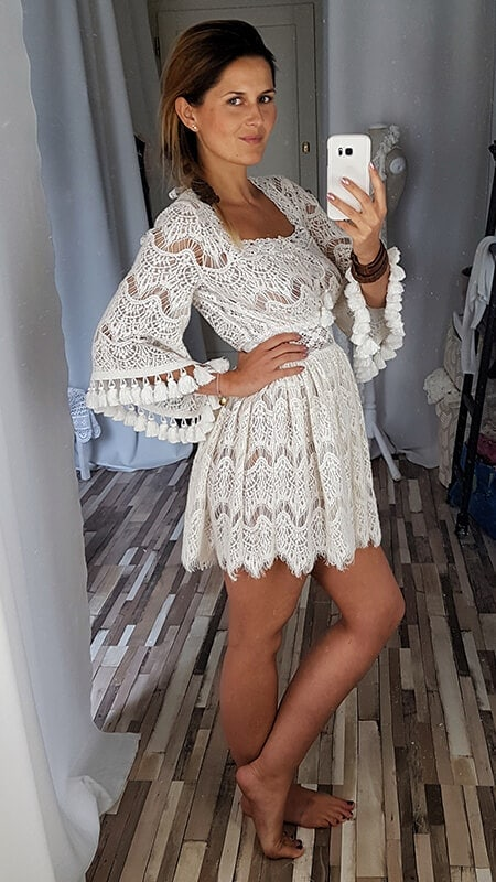 krótka koronkowa suknia ślubna - bok