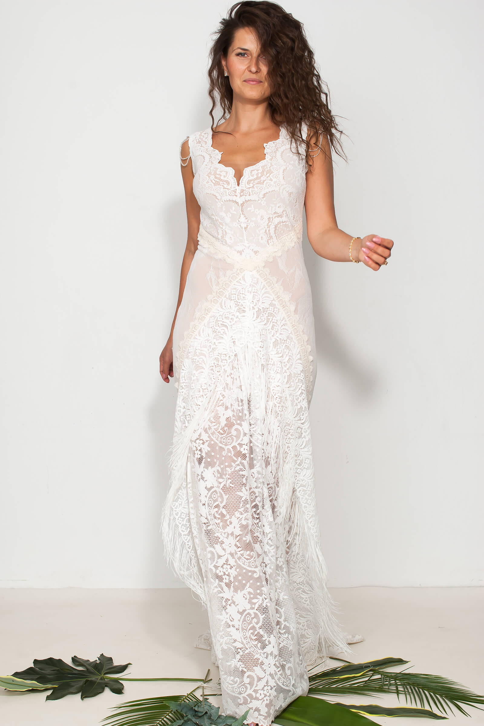 Koronkowa dopasowana suknia ślubna