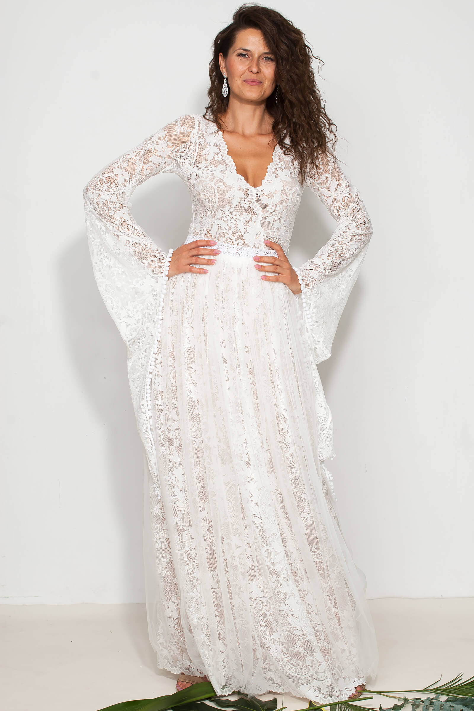 Suknia ślubna boho - koronkowa z rękawami jak wróżka