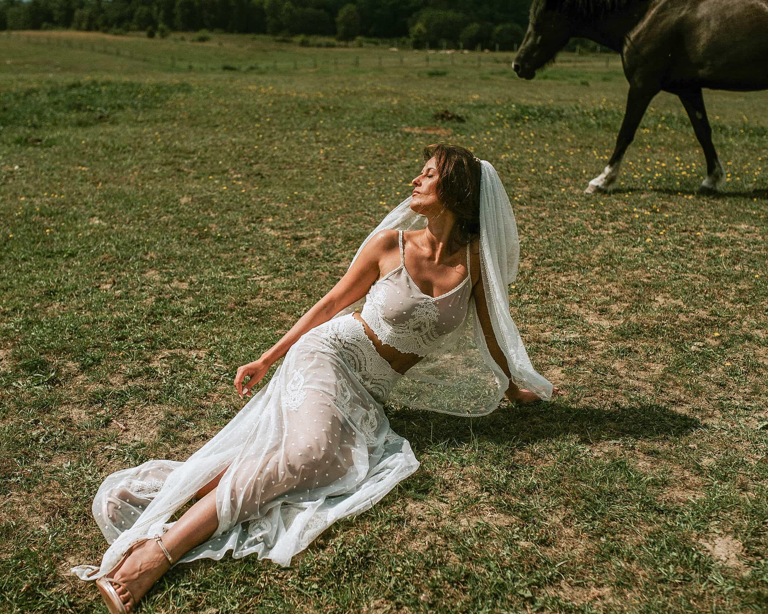 Beżowa suknia ślubna dwuczęściowa - Barcelona 8