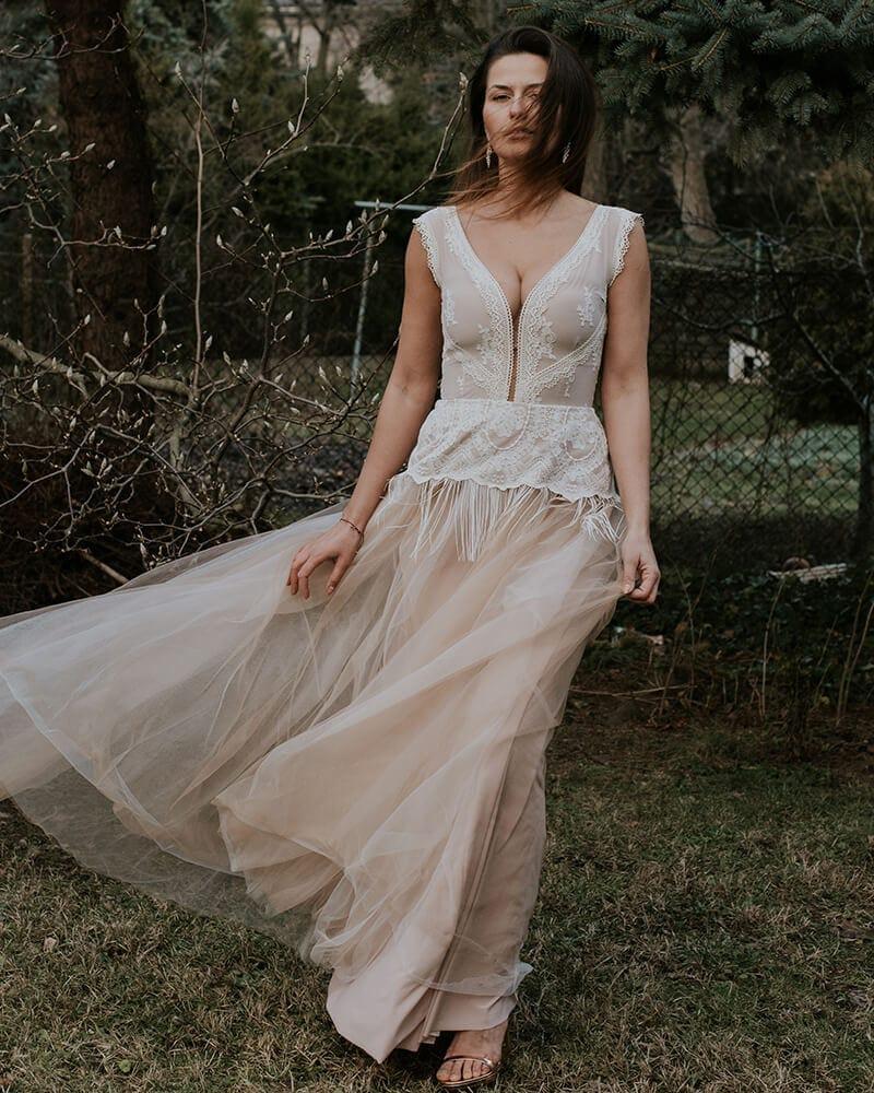 suknia ślubna z beżowych bawełnianych koronek barcelona 15 header Barcelona wedding dresses