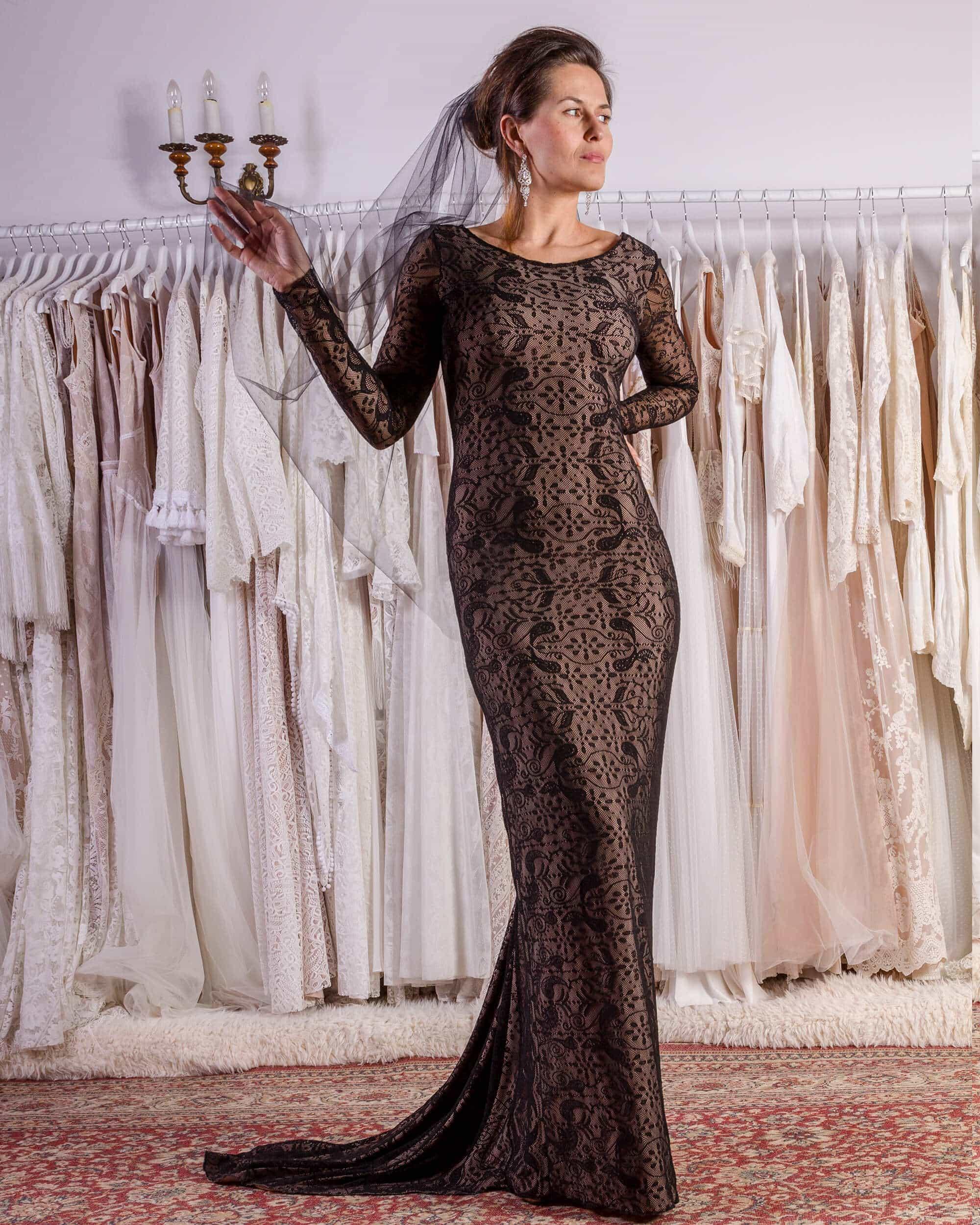 Odważna i elegancka czarna suknia ślubna