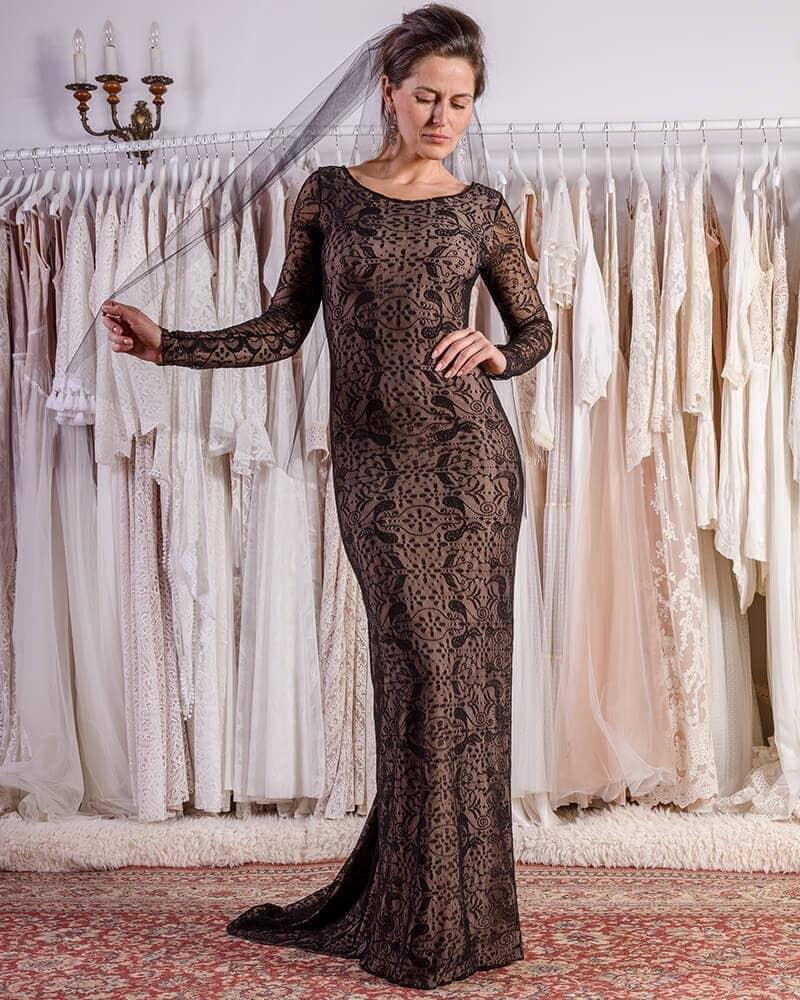 Odważna i elegancka czarna suknia ślubna header Porto wedding dresses collection