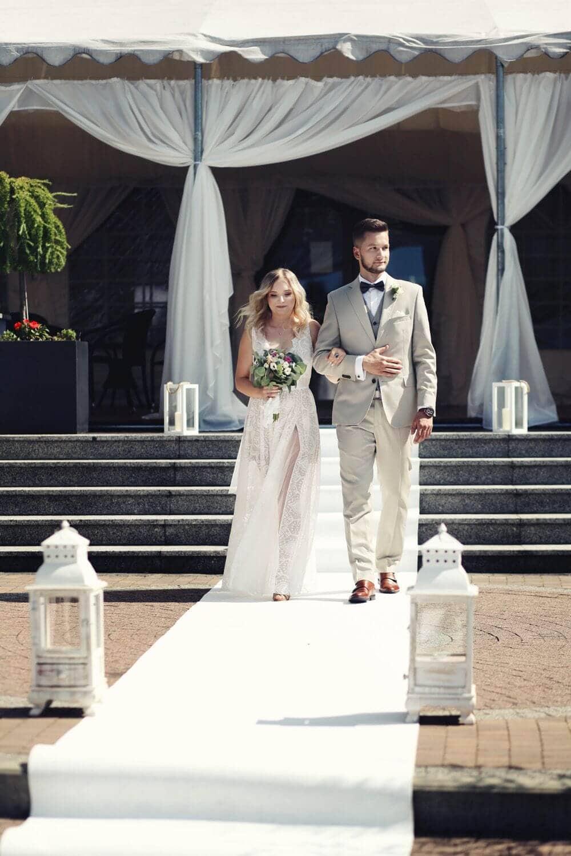 Karolina szym klasyczna suknia ślubna z paskiem odcinającym górę p47 (2)