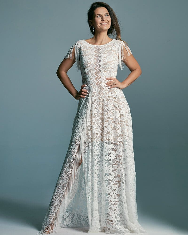 Piękna i nieoczywista suknia ślubna z zabudowanym dekoltem Porto 53 header Porto wedding dresses collection