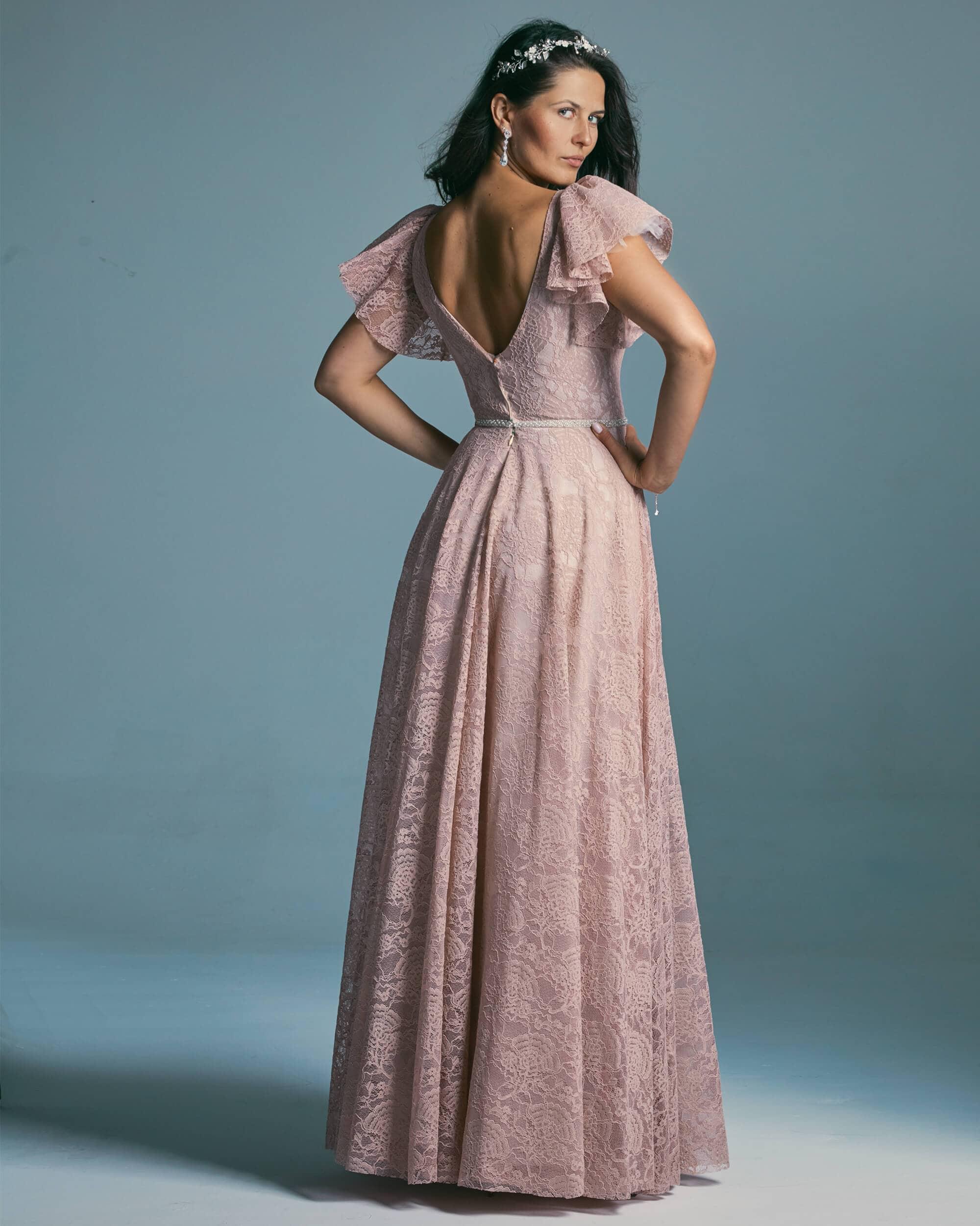Różowa suknia ślubna o fasonie księżniczki z miękkich koronek - Venezia 4