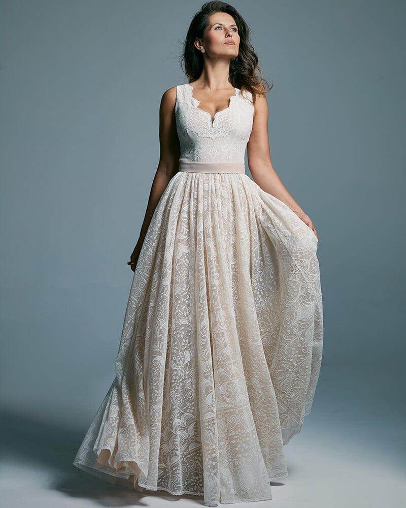 Suknia ślubna o niezwykle modnym od lat kroju Porto 45 header Porto wedding dresses collection