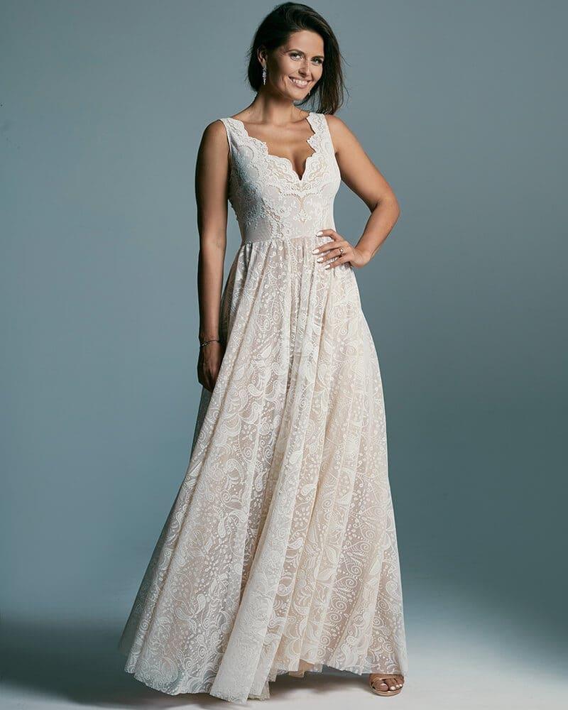 Suknia ślubna o stonowanym kroju dla kobiet z szerokimi ramionami Porto 52 header Porto wedding dresses collection