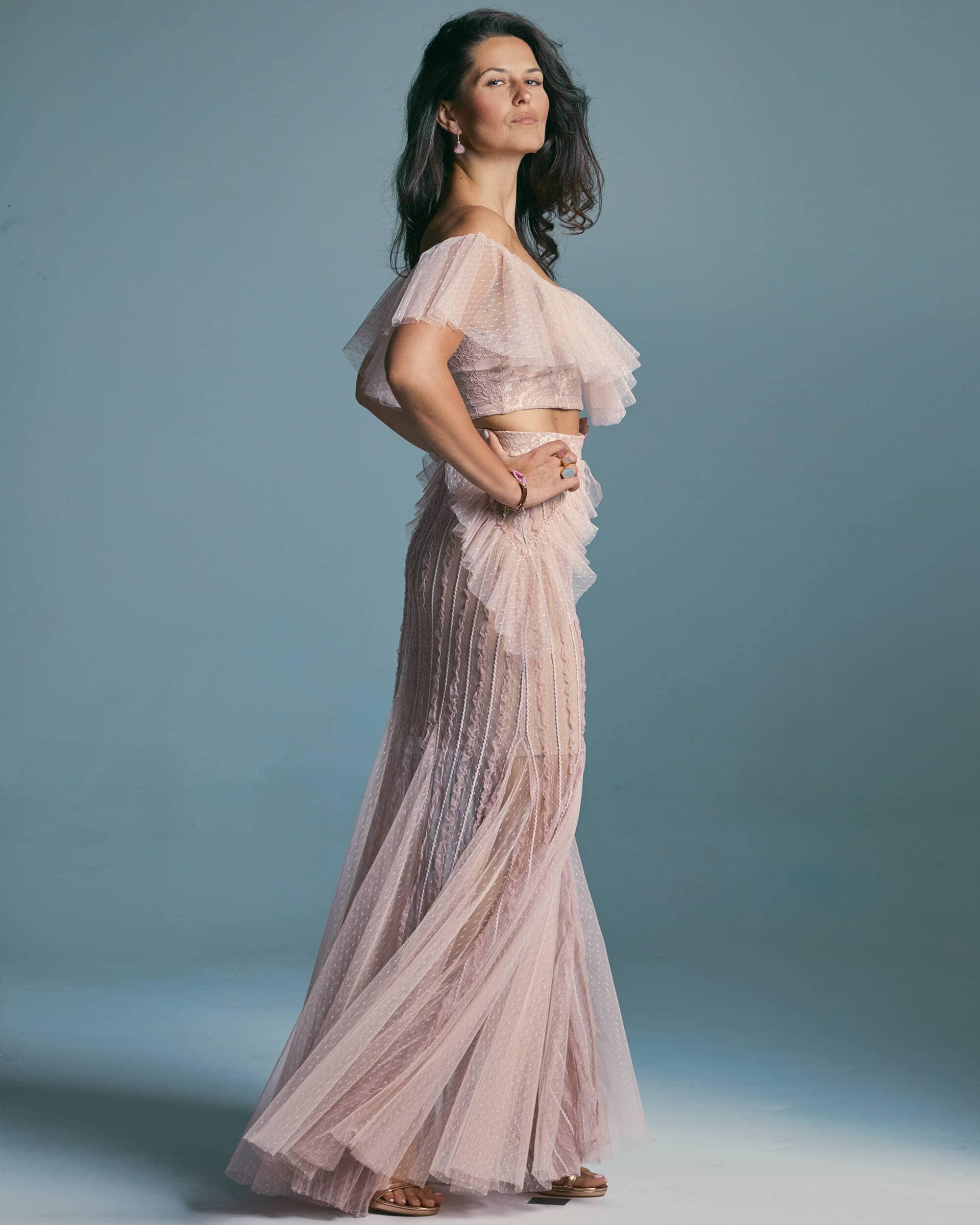 Suknia-ślubna-wydłużająca-nogi-ze-zdobionym-zakończeniem-dekoltu—Venezia-6-4