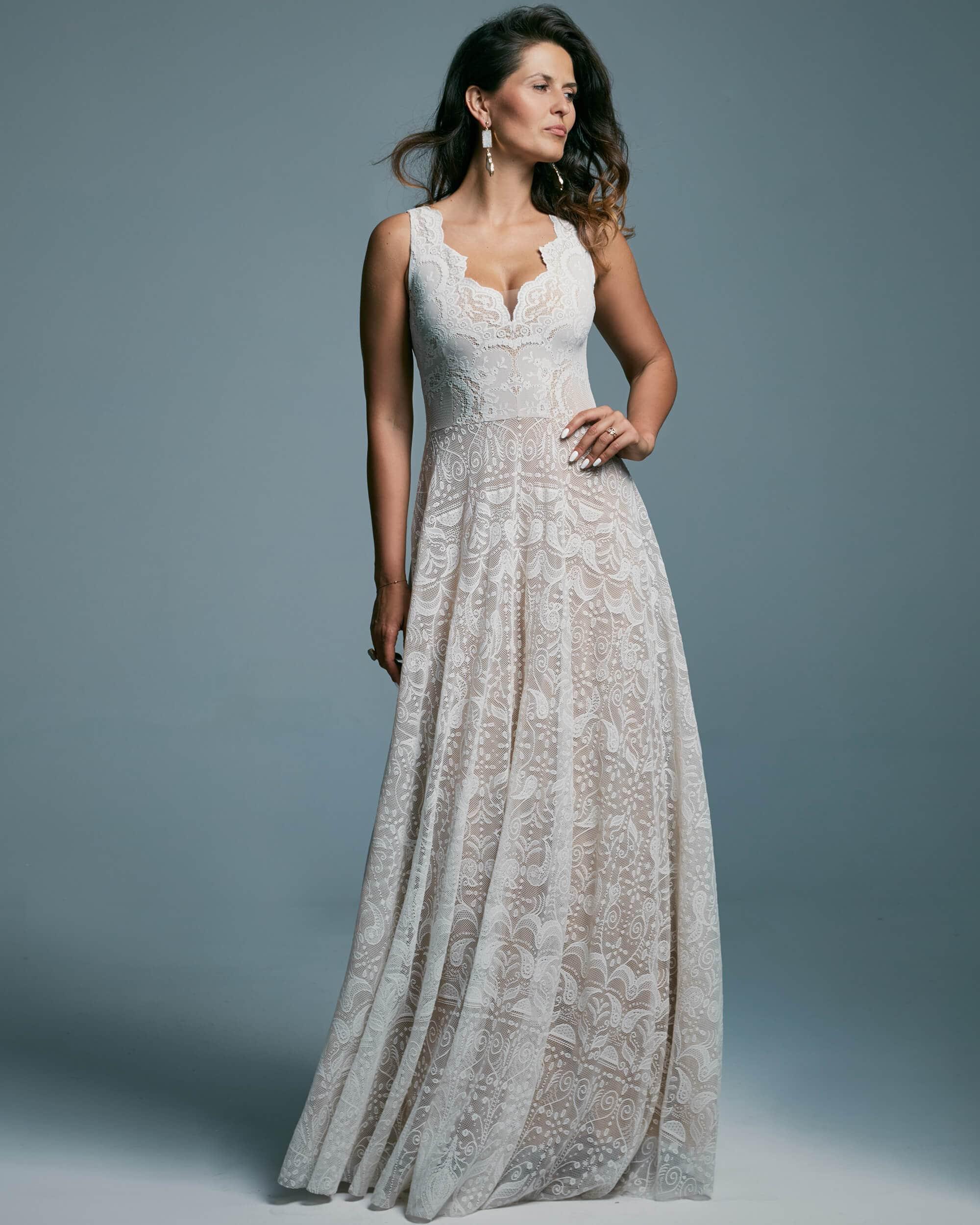 Suknia ślubna z szerokimi ramiączkami wyrównująca proporcje - Porto 47