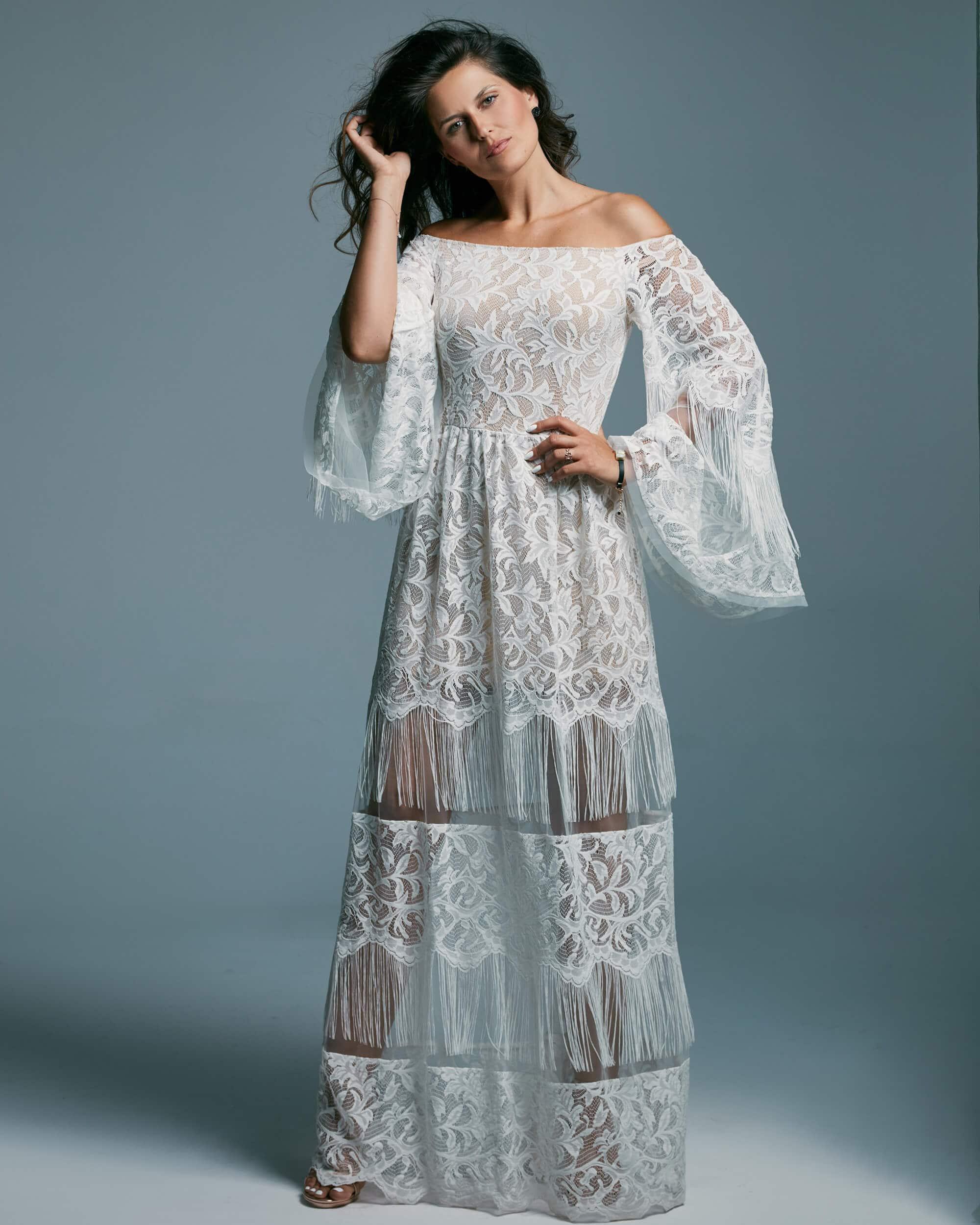 Suknia ślubna ze zsuniętymi z ramion ramiączkami o kroju hiszpańskim - Porto 49