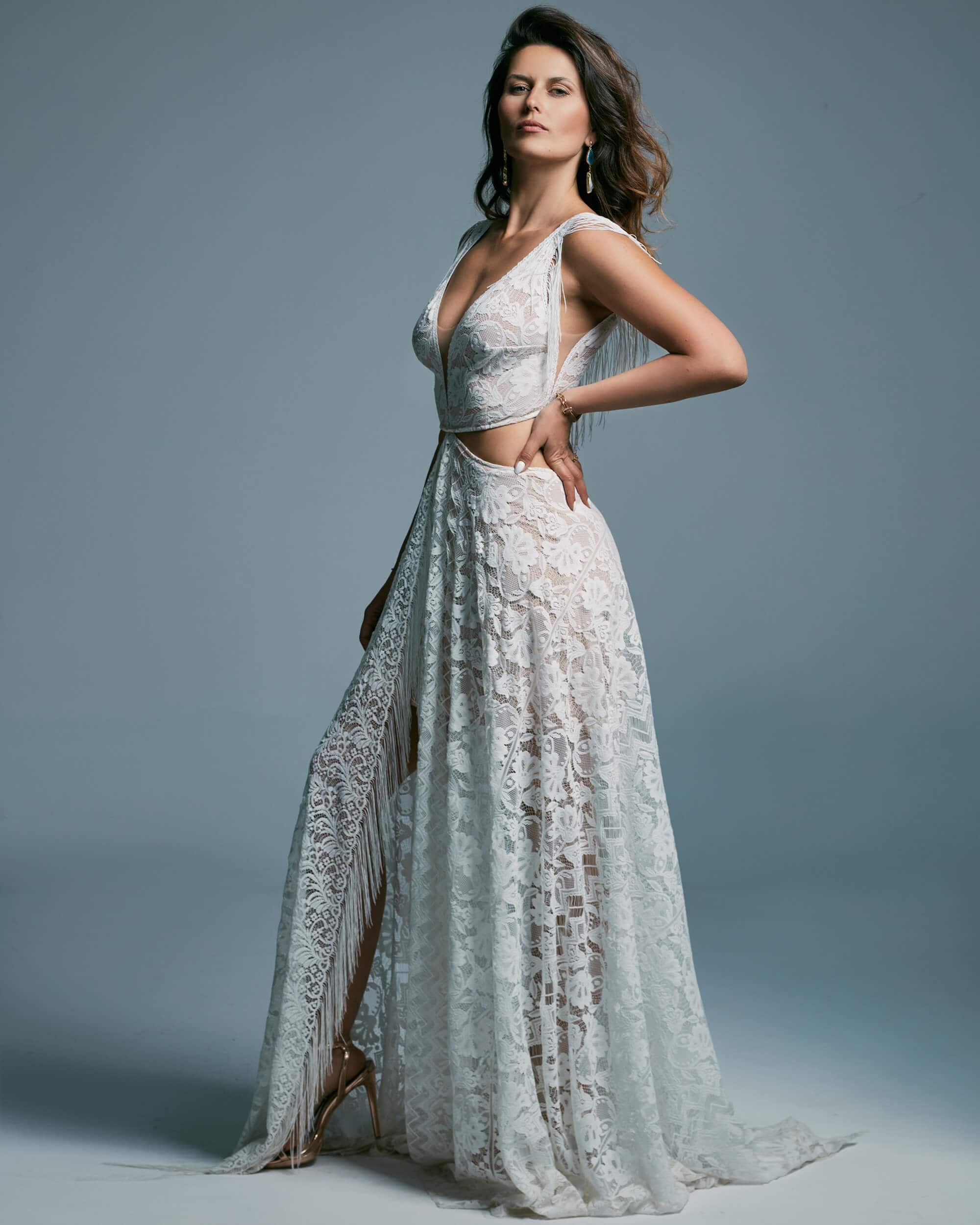 Wyjątkowa suknia ślubna dla fanek ślubu w plenerze - Porto 43