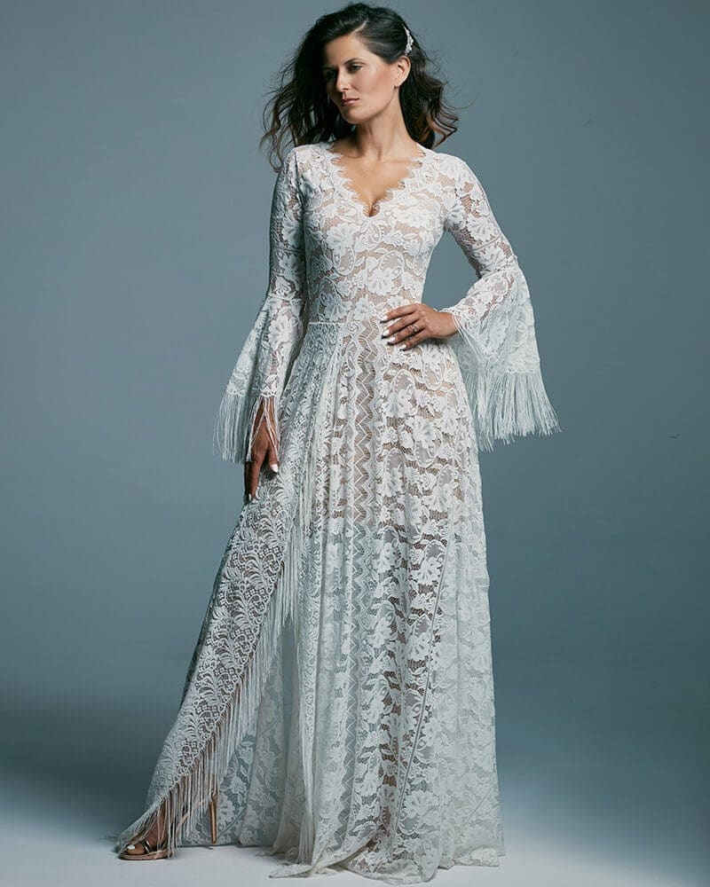 Zabudowana suknia ślubna z dekoltem V pięknie zdobionym Porto 44 header Porto wedding dresses collection