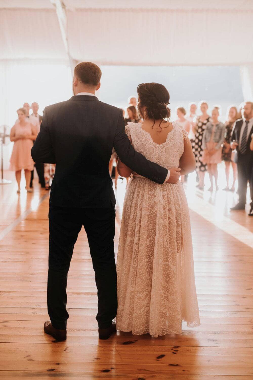 plus size katarzyna zda jednoczęsciowa suknia ślubna w stylu vintage, prosta i kobieca p47 (4)