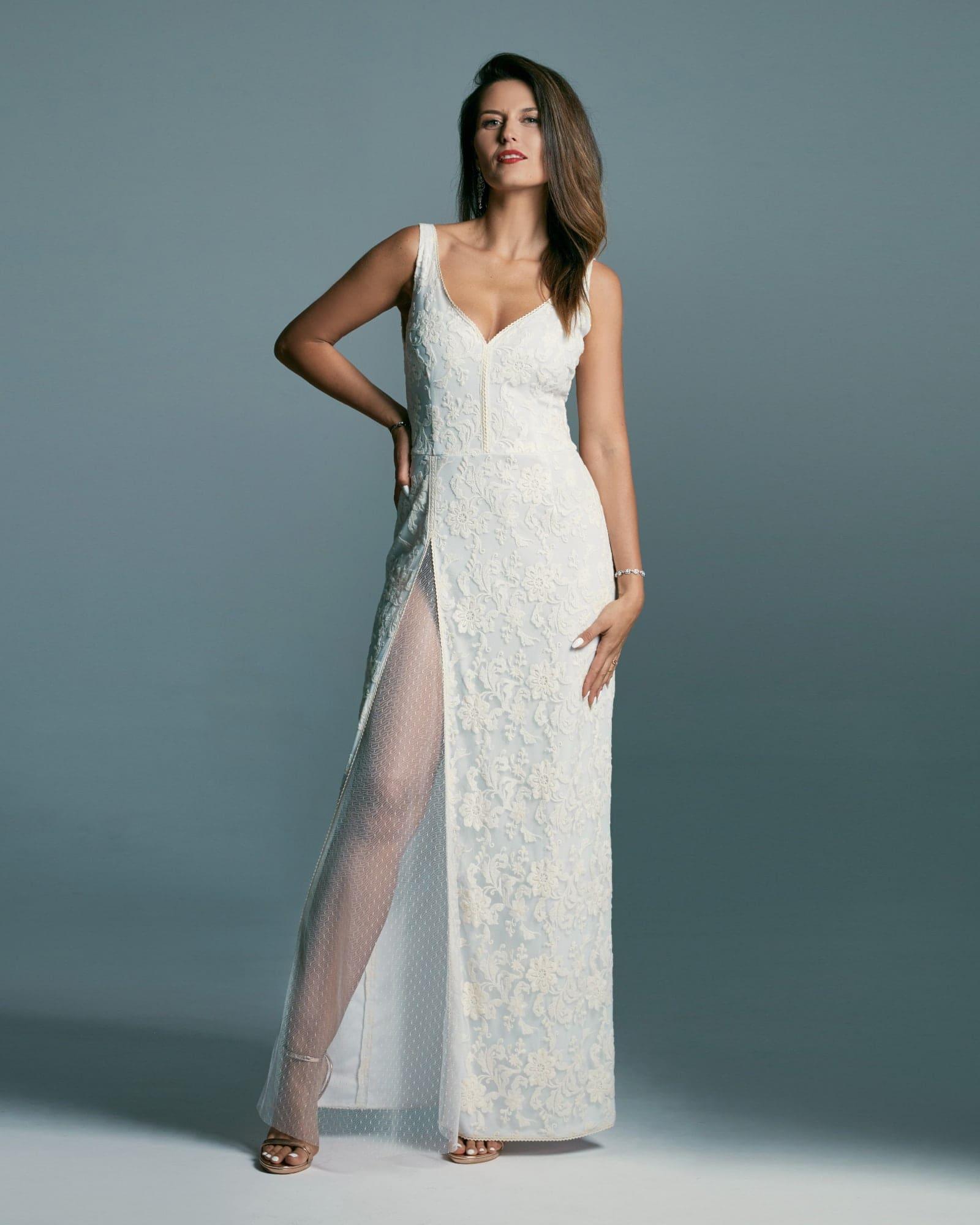 Szykowna suknia ślubna o prostym, kobiecym kroju