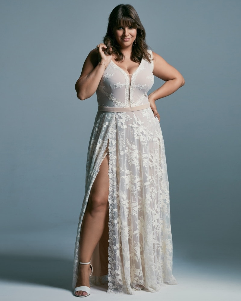 suknia ślubna plus size beżowa o klasycznym kroju Barcelona 19 2 The Boho Dresses perfect wedding dresses