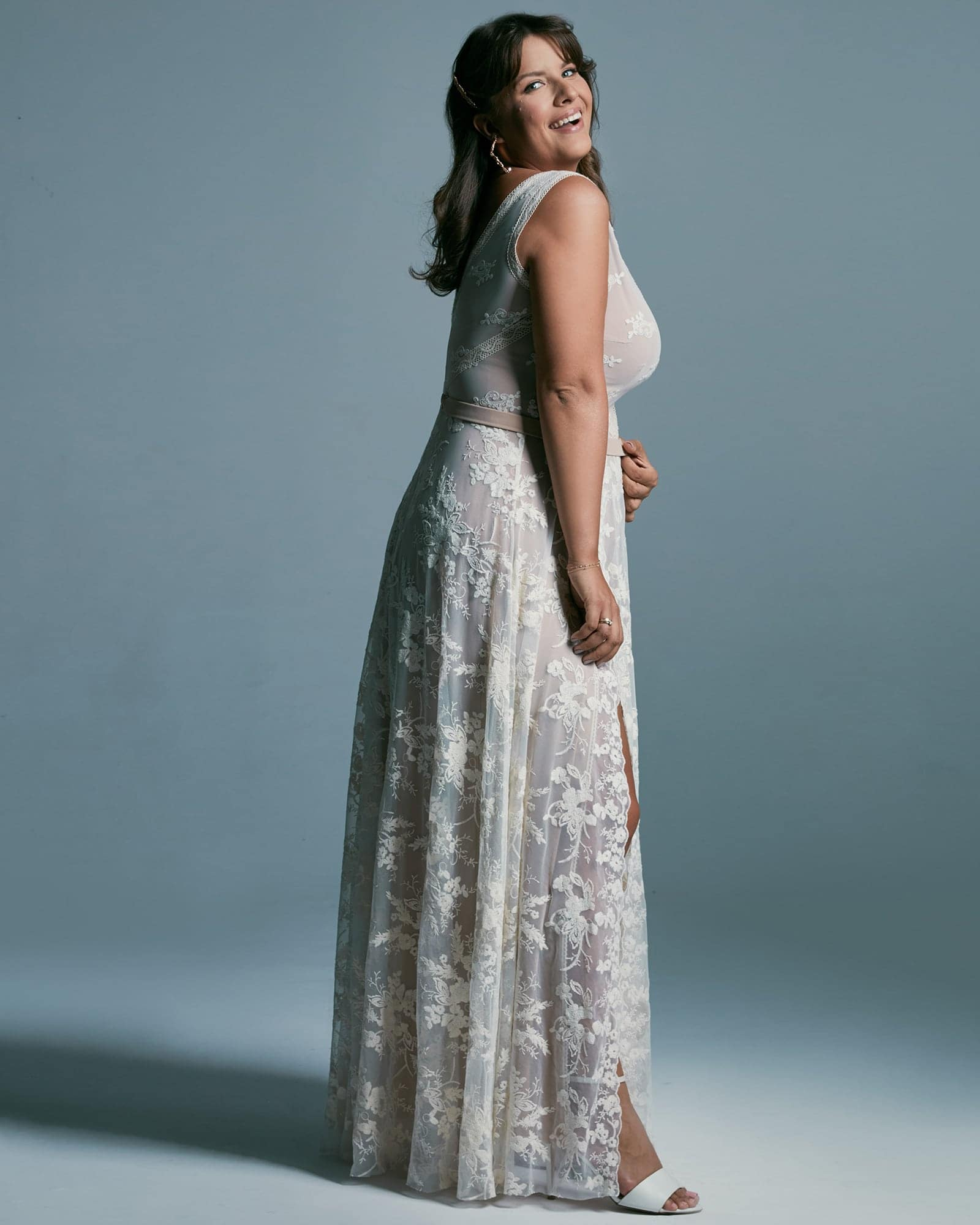 Suknia ślubna plus size o klasycznym kroju