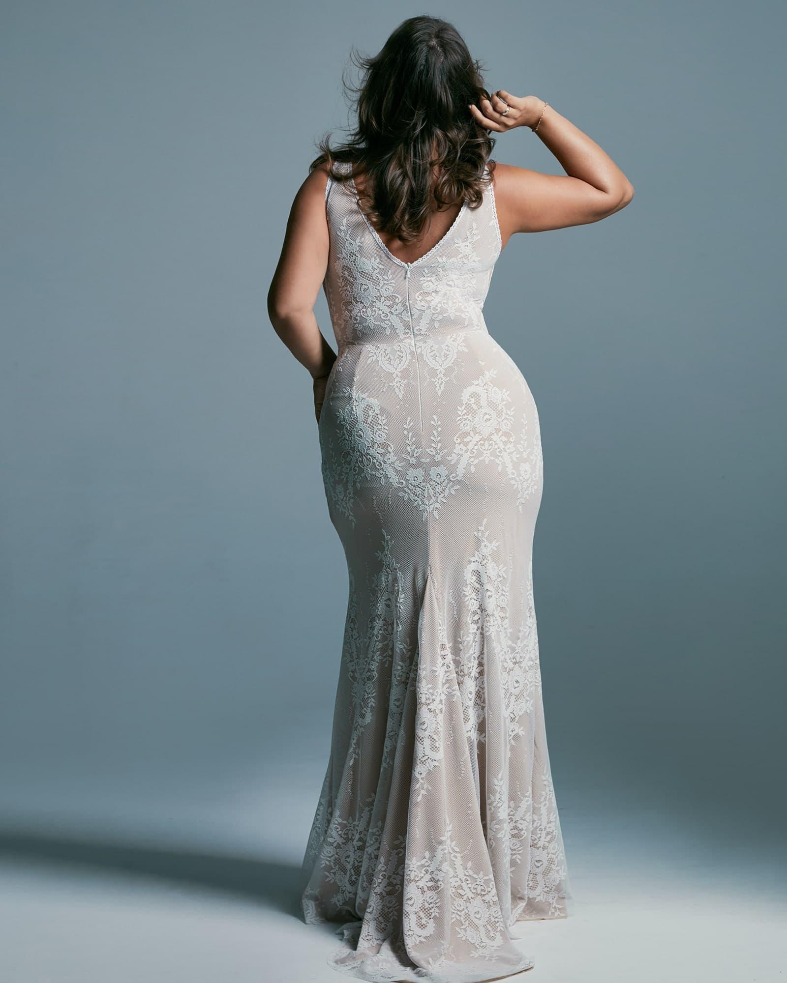 Suknia ślubna plus size która podkreśla kształty