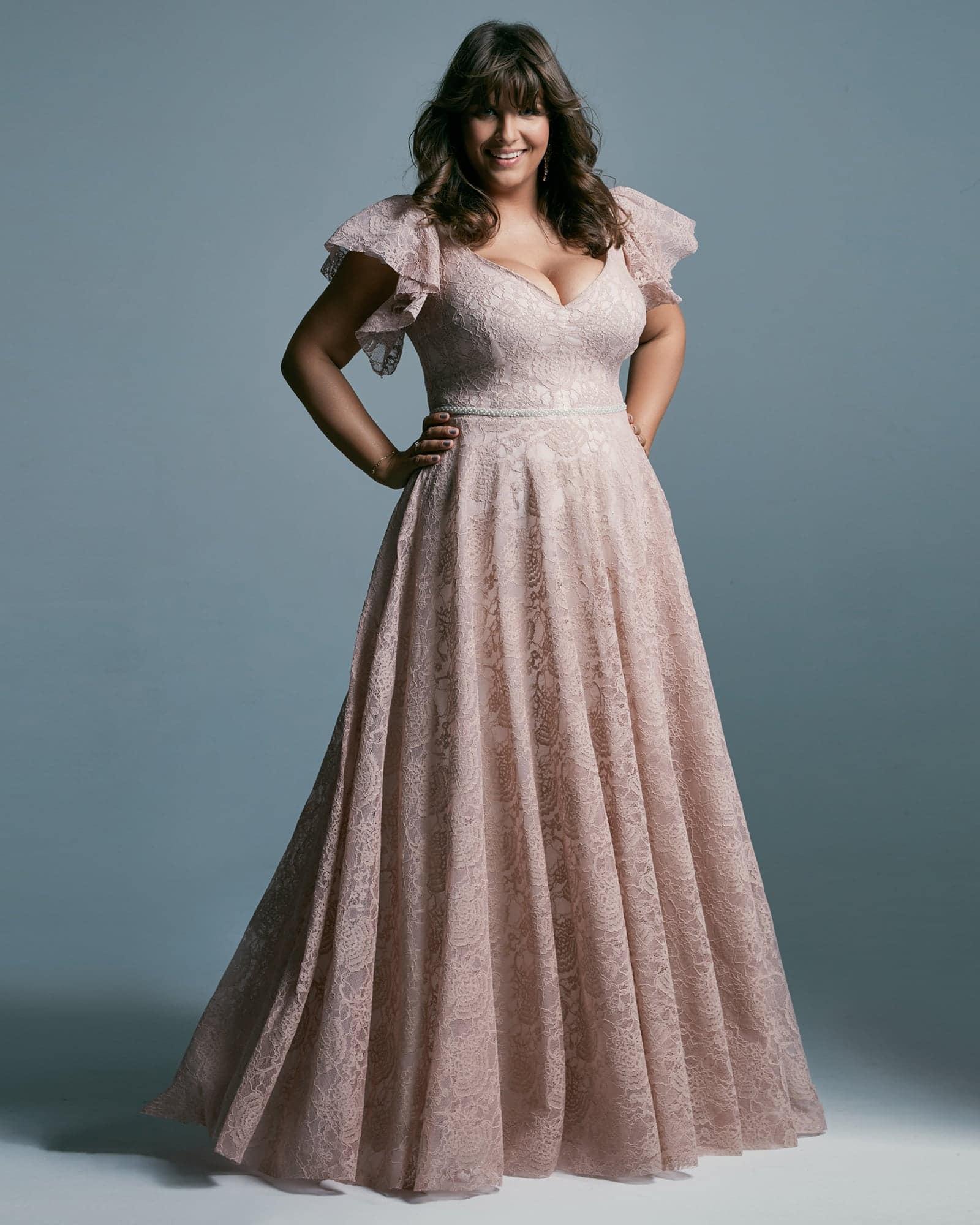 Suknia ślubna plus size z miękkich materiałów - prawdziwa księżniczka