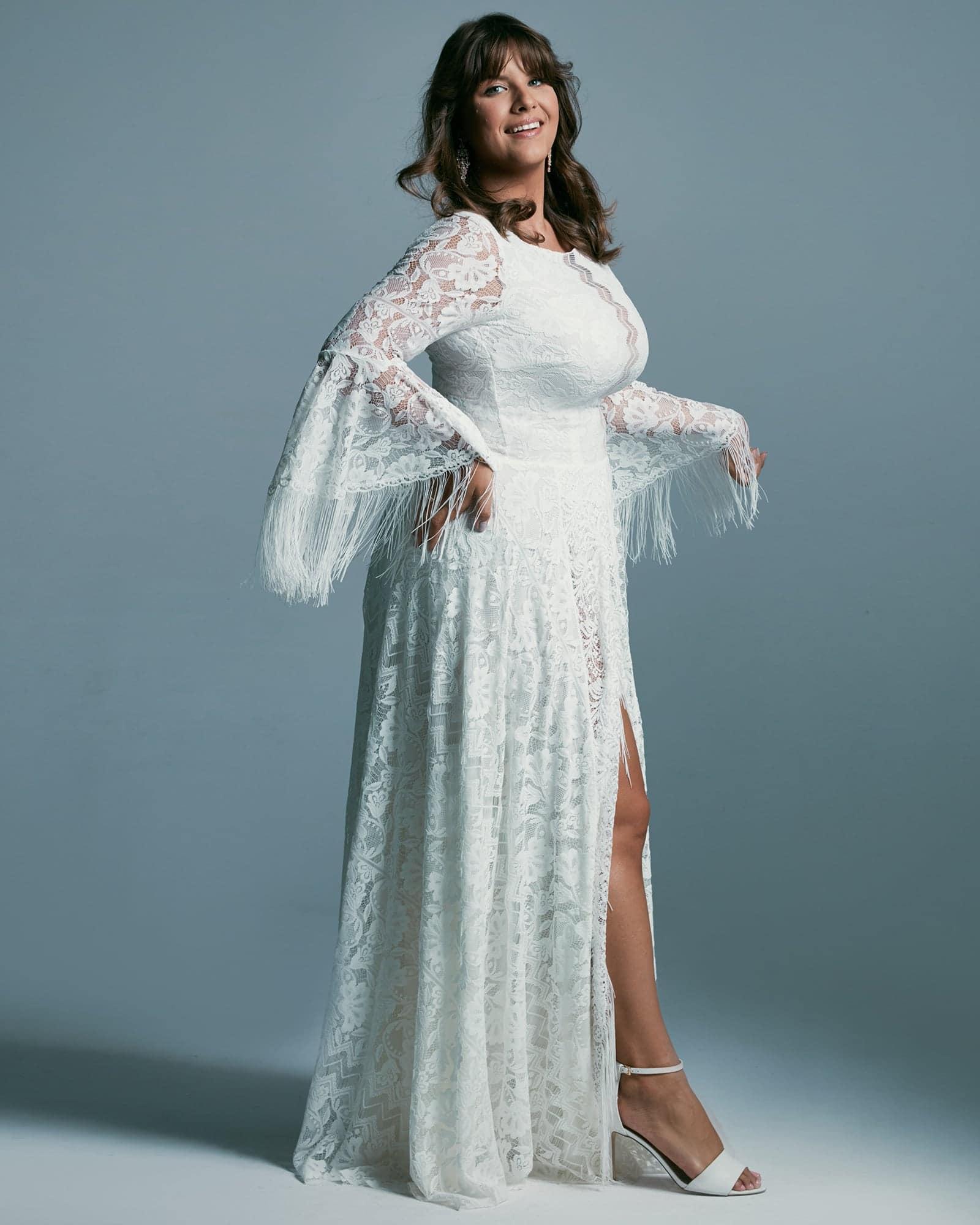 Suknia ślubna plus size z dekoltem pod szyję