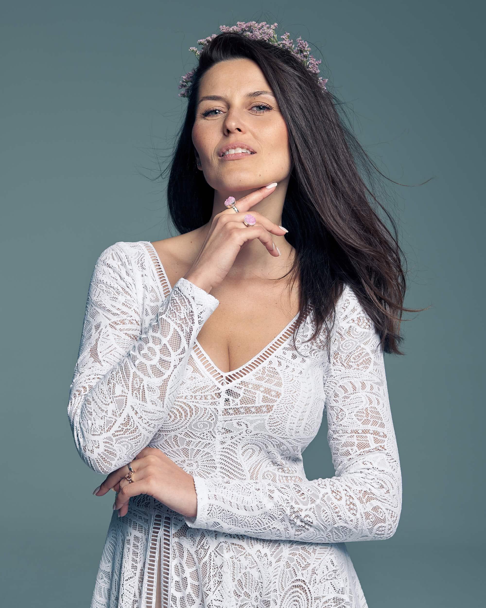Długi rękaw nadaje charakteru tej sukni ślubnej