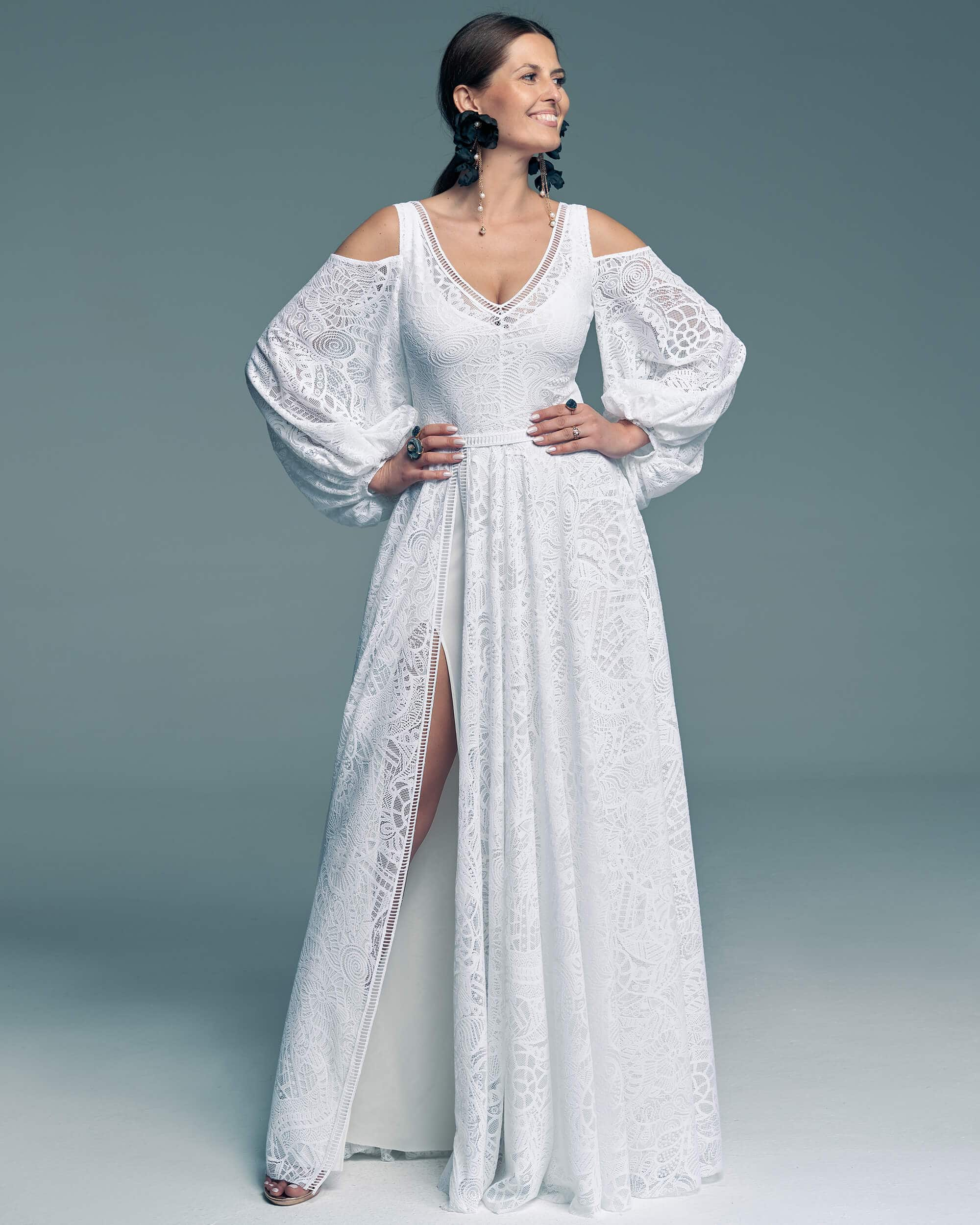 Suknia ślubna z białą podszewką